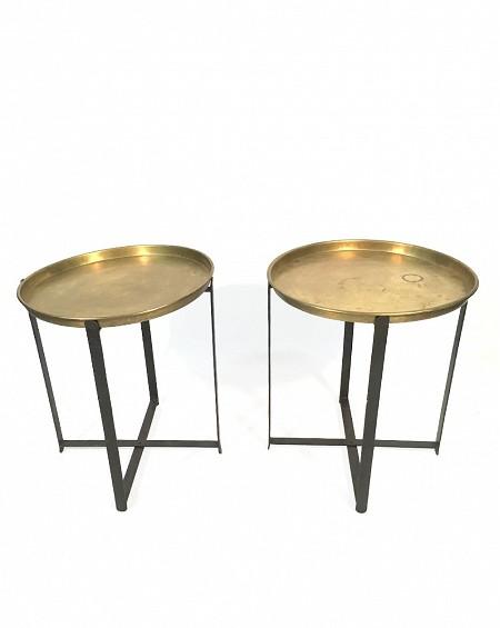 Dos mesas bandeja en Latón