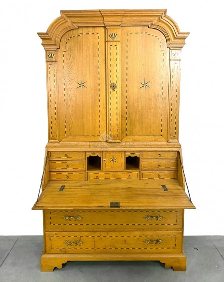 Gustavian Style Writing Desk / Cupboard, beginning 1900s